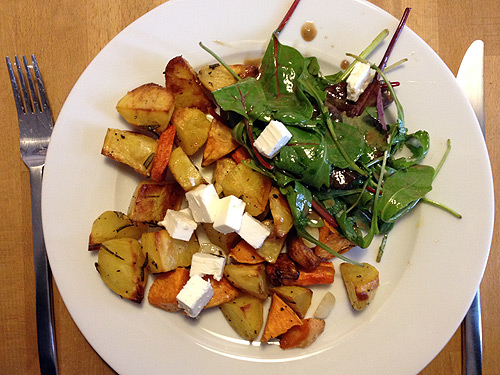 Seasonal vegetables from the oven with mixed salad